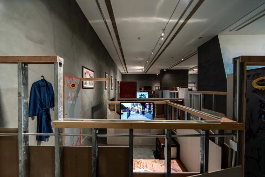 双飞艺术中心《八室一厅》 装置影像 尺寸可变 1994-2009