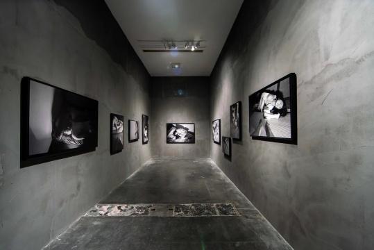 邢丹文摄影作品,通过作品探讨女性自我认识和价值观念