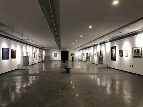 """""""不可见的美""""在上海民生现代美术馆现场,展品均来自法国鲁昂美术馆的收藏"""