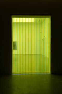 《无题(轻风无眠》〉尺寸可变透明软玻璃片2019