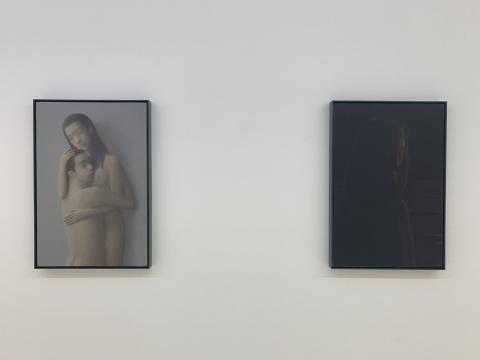 左:《拥抱》  右:《耶苏的肖像》