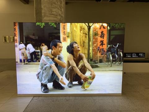 郑国谷 《我和我的老师》 200×238cm 灯箱照片 1993
