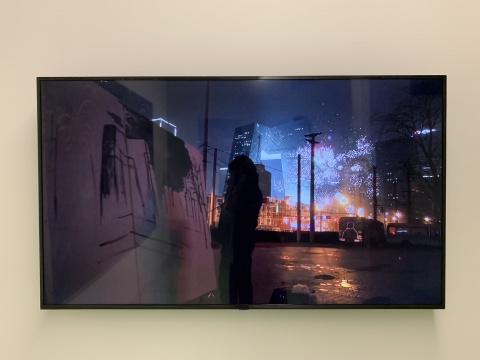 厉槟源 《一个人的春晚》 300×200cm 录像、布面油画 2017