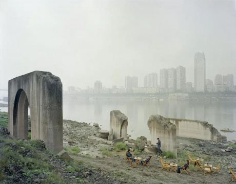 《在废弃的桥墩下》2011