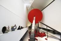 安尼施·卡普尔首个美术馆大展亮相央美 万山红遍
