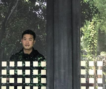 黄几 1990 生于广东阳江 2016 毕业于广州美术学院国画系,获硕士学位 现生活工作于广州