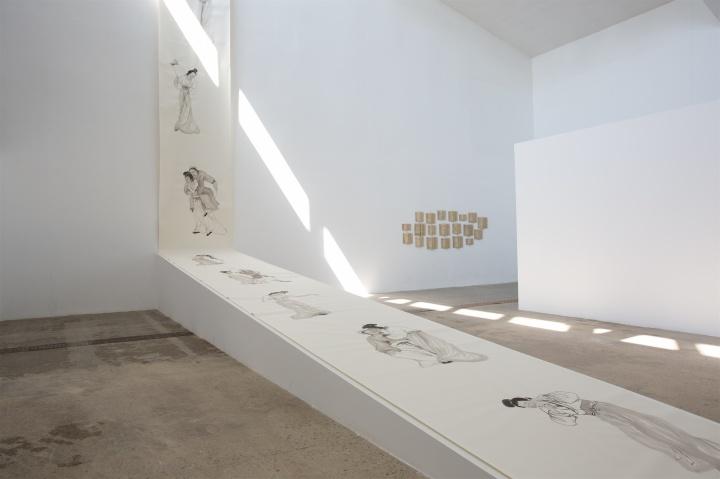 展览现场长达50米的《故事新编》,当代唐人艺术中心