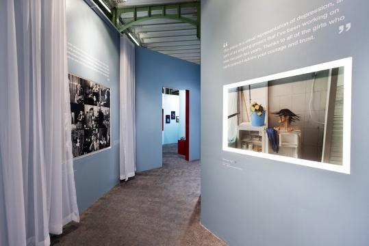 展览现场,呈现作品与空间的延绵与连接