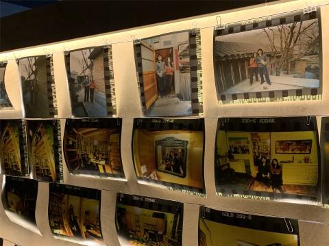 宋冬和尹秀珍在胡同里生活的照片