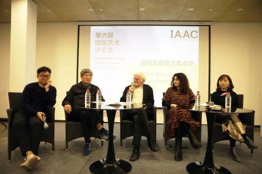 IAAC6 投稿及获奖文章点评 右起:邵亦杨、Chantal Faust、 Henry Meyric-Hughes、费大为、翁子健