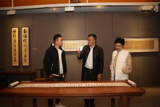 艺术家曹军在北京时间博物馆展览现场