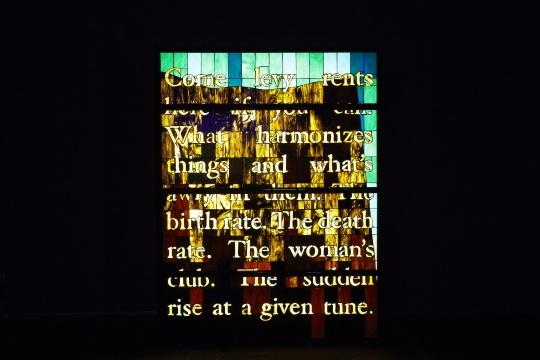 美国艺术家曾吴的作品《窗》,位于上海海新天地