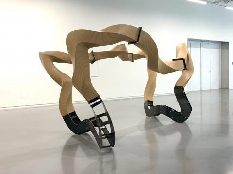 汪建伟《生生万物》系列之《看起来像浪的动物 No.1》288×192×151cm 木材、铁、喷漆 2017