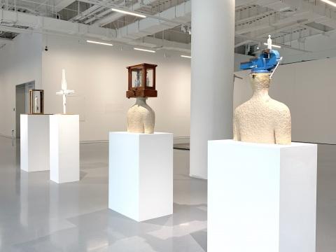 王鲁炎《自由的禁锢》《同一时空的不同性》《决策方式》《自我意识》展览现场,2019