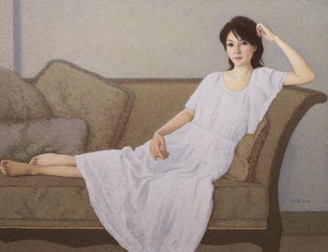 靳尚谊 《靠在沙发上的女士》 布面油画 80×110cm 2018