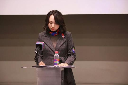 画廊周北京总监王一妃发表讲话