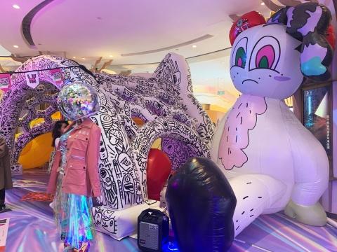 武汉K11 Select两周年庆典现场,来了一只12米高的巨猫