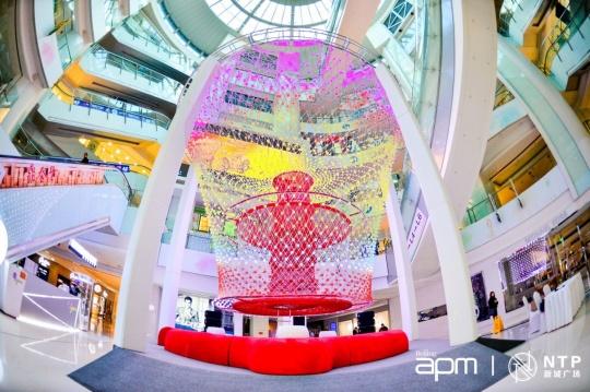 """在新鸿基地产集团旗下北京apm展出的""""Cocoon 茧"""""""