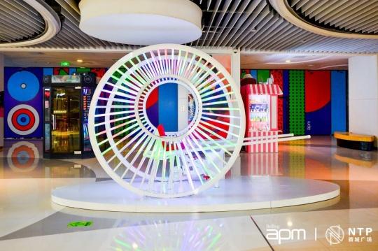 """在新鸿基地产集团旗下北京apm展出的""""Rickshaw 黄包车"""""""