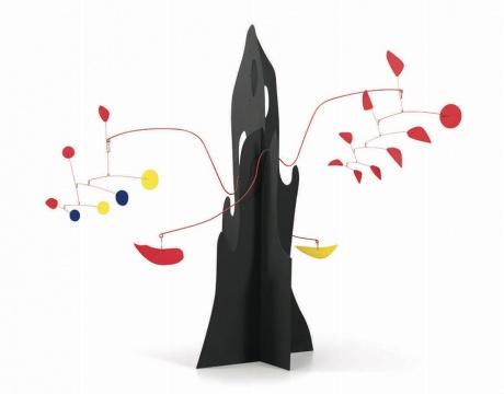 亚历山大·考尔德 《黄色回旋镖与红茄的移动碎片》198.1cm×238.7cm×104.1cm 金属着色1974©和美术馆