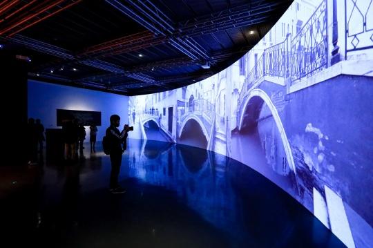 艺术家费俊为本届威尼斯双年展创作的基于地理位置的应用程序作品《睿·寻》