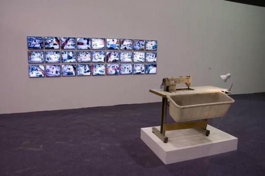 张培力,《480分钟》,40视频源,40画面录像监控装置,2008-2012