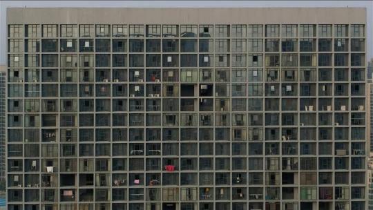 张培力,《正面拍摄的公寓》,单频录像,24分钟,2013