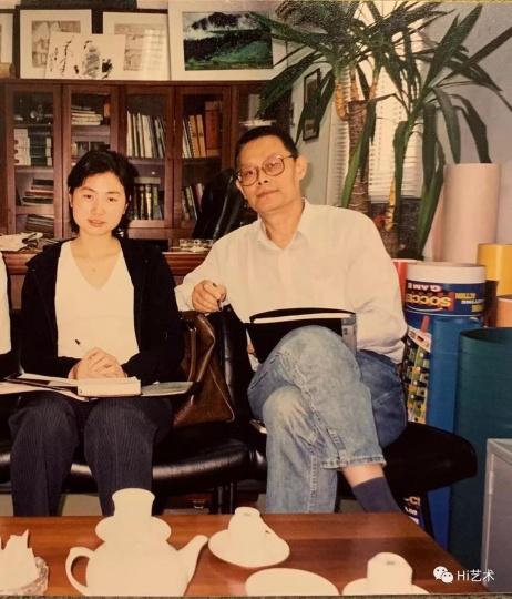 何冰(右)与助手冯宇