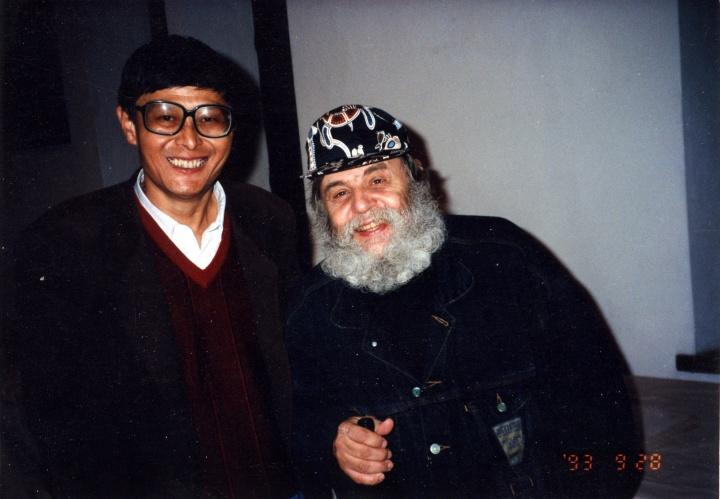 何冰(左)与德国新表现主义艺术家A.R.彭克合影