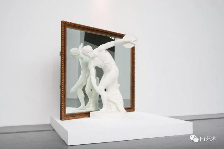 《镜像空间》 石膏 172cm(人像)190×230cm(镜子) 2008a