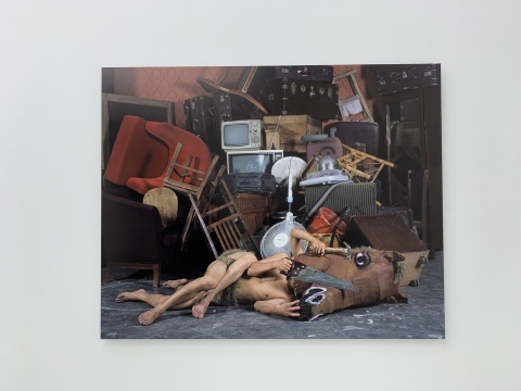 陈晓云《马勒隔壁》144×180cm 彩色摄影 2009