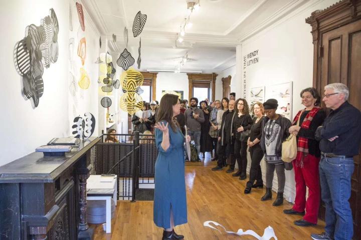 """2020年3月4日,美国疫情大爆发之前,否画廊展览""""Wendy Letven:交会之际""""开幕现场(图:何雨)"""