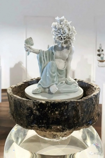 """3月14日,茹小凡在吉美博物馆的个展""""步履颂""""开幕两天后,博物馆因新冠疫情而暂时闭馆。(图:尤勇)"""