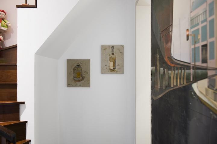 两只瓶子是王玉平2000年的作品。