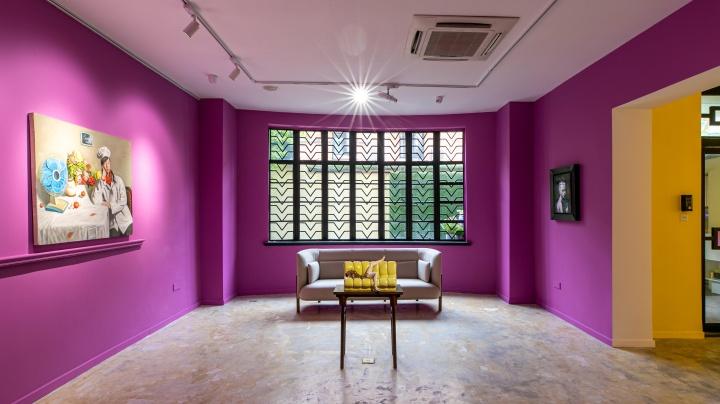 """2019年9月至10月举办的展览""""女孩呀!"""",展出的12位中国当代艺术家的作品都来自Andrew和Lingling的个人收藏,无论是绘画、雕塑和摄影作品,主人公都是女性。"""