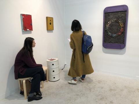 纽约的Kai Matsymiya画廊是第二届年度Gramercy International Prize的得主,今年带来巴西艺术家Pedro Wirz有关虚拟社交的新作