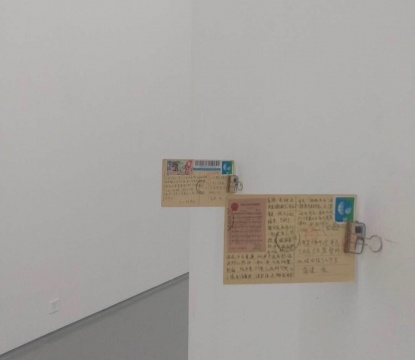 蒲英玮 《游牧小说:世界》(上)《游牧小说:回归》(下)9x13cm 19世纪纸质明信片、邮票、黑色签字笔 2018-2019