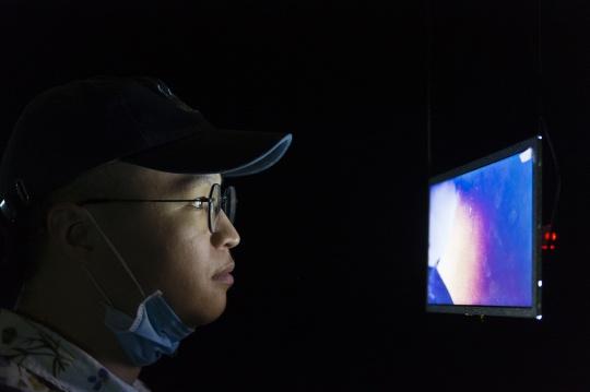 从燕郊骑车到北京,葛宇路为北京公社个展现场人工送电