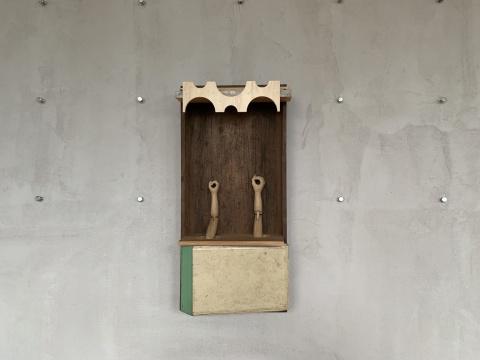 郑毅《双手教的神龛》62×30×15cm 2020