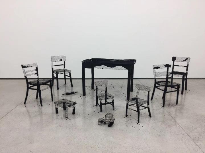 2018年9月,莫娜·哈透姆(Mona Hatoum)个展《去日留痕》(Remains of the Day)在白立方香港空间(摄影:罗颖)