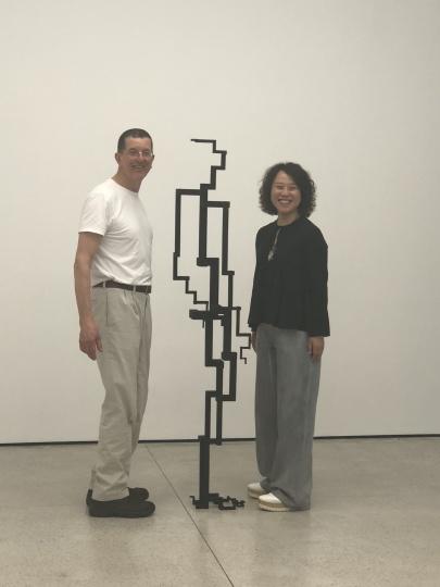 2018年,Laura和安东尼.葛姆雷(Antony Gormley)在其白立方香港空间个展上