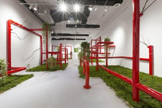 崔译《夜冥冥·耳语》PVC、不锈钢、钢筋、植物等综合材料 特定场域装置 尺寸可变 2020