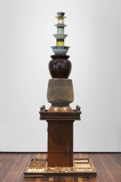 香格纳画廊  欧阳春《无题No.12》 195×81×81cm 实物装配:现成品(包括谷物、香料等) 2018