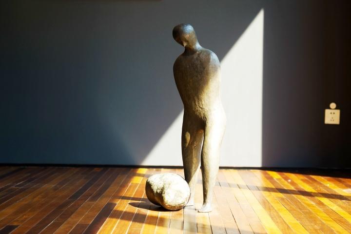 CLC画廊汉克·维奇(HenkVisch)《某一天》75(H)cm铸铜Ed. 4+1ap2000