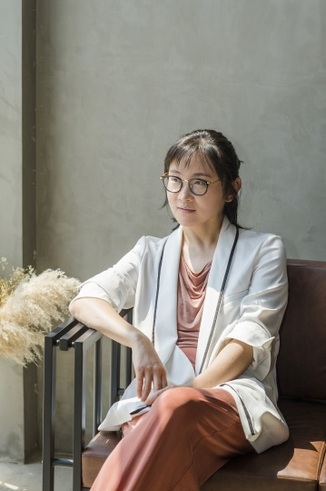 """松美术馆新展""""2020""""总策划、松艺术区负责人娟子 (摄影:董林)"""
