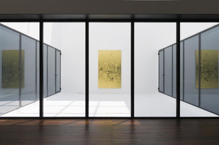 佩斯画廊 洪浩 《有边之世界二》270×165×7cm丙烯、塑形材料、金箔、画布2016(摄影:董林)