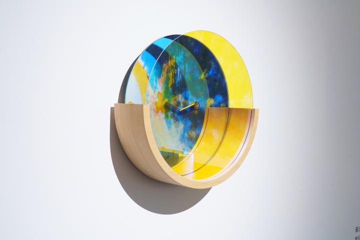 東京画廊+BTAP 志村姐弟《踪迹:天空 - 东京物语》 48×48×15cm 镜子、光学玻璃、电线、木材 2015-2017 (摄影:李炳魁)
