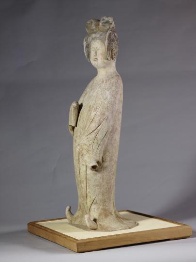 唐代灰陶加彩仕女俑 75.5×26.6cm618-907 台北故宫博物院馆藏