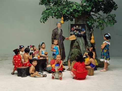 《学前班》 75 × 100 cm C-print 2002