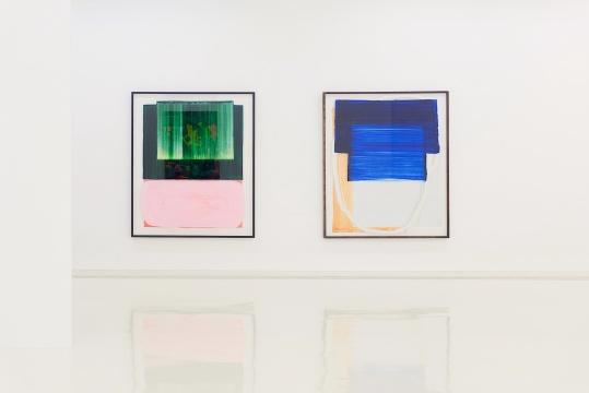 胡里奥·朗多《无人关心》180 x152 cm玻璃背面丙烯,木板上丙烯及漆2019  胡里奥·朗多 《就现实而言》180 x152 cm玻璃背面丙烯,木板上丙烯及漆2019